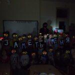 В канун Нового года дошкольники г.Сланцы изготавливают тематические аксессуары со световозвращающими элементами